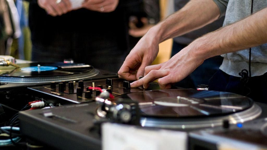 best dj-turntable-for-beginner