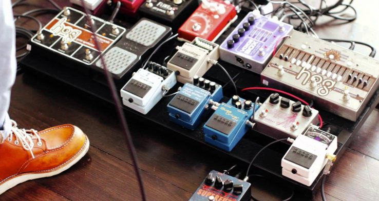 a brief guide to guitar effect pedals boards. Black Bedroom Furniture Sets. Home Design Ideas
